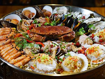 俄罗斯帝王蟹……这些千里迢迢来到中国的活海鲜,越来越